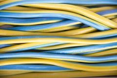 Confeitos amarelos e azul coloridos na loja dos doces Foto de Stock Royalty Free