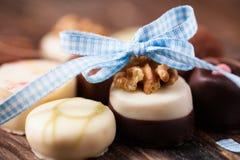 Confeitos deliciosos com uma curva decorativa Fotos de Stock Royalty Free
