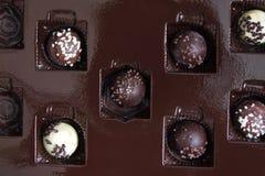 Confeitos do chocolate em uma caixa foto de stock