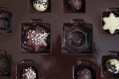 Confeitos do chocolate em uma caixa Fotografia de Stock