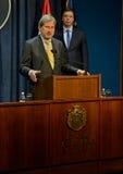 Conferência de imprensa comum de PM sérvio Vucic e comissário europeu Hahn Imagem de Stock