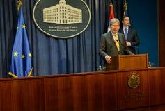 Conferência de imprensa comum de PM sérvio Vucic e comissário europeu Hahn Fotos de Stock Royalty Free