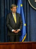 Conferência de imprensa comum de PM sérvio Vucic e comissário europeu Hahn Fotografia de Stock Royalty Free