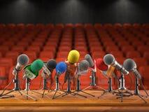 Conferência de imprensa ou conceito do evento da entrevista Microfones do dif Foto de Stock