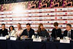 Conferência de imprensa principal do júri da competição do 40th festival de cinema do International de Moscou fotos de stock royalty free