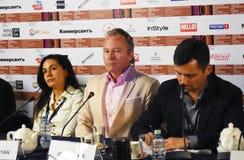 Conferência de imprensa principal do júri da competição do 40th festival de cinema do International de Moscou fotos de stock