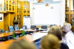 Conferencia en la universidad imagenes de archivo