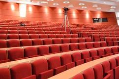 Conferenza vuota Hall With Cameras fotografia stock