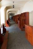 Confesonarios vacíos, un lugar del arrepentimiento y conversión inter Imágenes de archivo libres de regalías