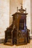 Confessionale cattolico di legno Fotografia Stock