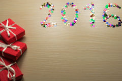 Confetes coloridos na superfície de madeira Imagem de Stock Royalty Free