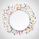 Confetes coloridos no fundo branco com sinal vazio Imagens de Stock