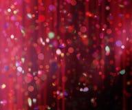 Confetes contra um fundo borrado da cortina Fotografia de Stock