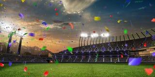 Confetes e ouropel do por do sol do estádio com fãs dos povos 3d tornam a ilustração nebulosa Fotos de Stock Royalty Free