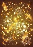 Confetes, estrela e flocos de neve dourados em um fundo amarelo do inclinação Fotos de Stock