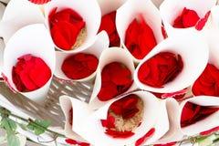 Confetes vermelhos para o casamento Fotografia de Stock