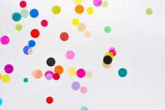 Confeti colorido del partido con el espacio de la copia Imagenes de archivo