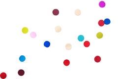 Confeti colorido delante del fondo blanco libre illustration