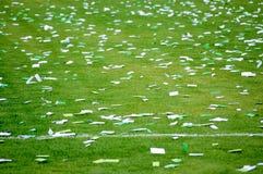Confeti en campo de fútbol Fotografía de archivo