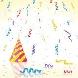 Confeti y sombrero del partido en superficie reflexiva Fotos de archivo libres de regalías