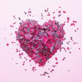 Confetti в украшении формы сердца на красочной предпосылке Концепции влюбленности Стоковые Фото