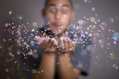 Confetti молодого человека бросая стоковое фото