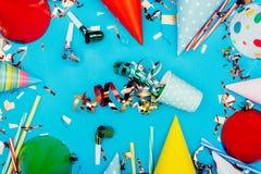 Confetti разлитый от бумажного стаканчика Стоковые Фотографии RF