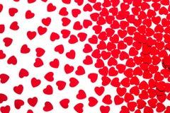 Confetti сердец декоративной картины дня ` s валентинки красный изолированный на белой предпосылке Стоковая Фотография