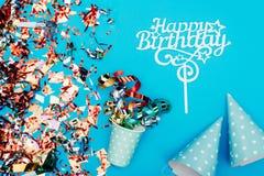 Confetti с шляпами бумажного стаканчика и партии Стоковое Изображение