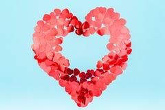 Confetti яркого блеска сердца форменный Принципиальная схема дня Валентайн Ультрамодная минута стоковое изображение rf