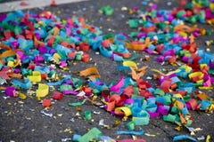 Confetti auf der Straße 2 stockfoto
