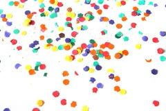 Confetti auf einem weißen Hintergrund stockfotos