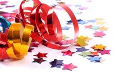 Confetti com as flâmulas no branco foto de stock royalty free