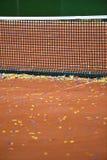 Confetti na tenisowym glinianym sądzie Zdjęcie Royalty Free