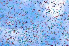 Confettien in de hemel royalty-vrije stock afbeeldingen
