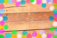 Confettienkader op Bruine Houten Achtergrond Royalty-vrije Stock Foto's
