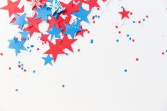 Confettis d'étoiles sur la partie américaine de Jour de la Déclaration d'Indépendance Photographie stock libre de droits