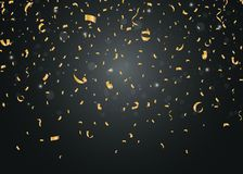 Confettis d'or sur le fond noir Photo stock