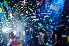 Confettis dans une boîte de nuit Photo stock