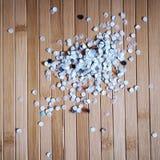 Confettis de papier de perforateur de trou Photographie stock libre de droits