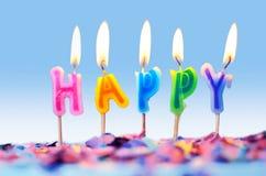 Confettis et bougies d'anniversaire d'isolement, concept de partie Photo stock
