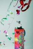 Confettischießen von einem Party popper Stockbilder