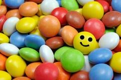 Confetto multicolore del cioccolato I confetti della caramella di cioccolato hanno coperto la glassa variopinta immagine stock libera da diritti