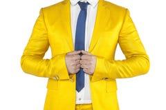 Confianza, hombre de negocios en un traje del oro en un fondo blanco Imagen de archivo libre de regalías