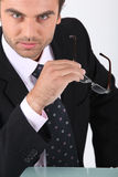 Confident businessman holding glasses Royalty Free Stock Photos