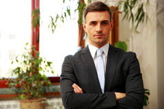 Confident businessman standing with arms folded Royalty Free Stock Image