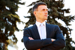 Confident businessman standing with arms folded Royalty Free Stock Images