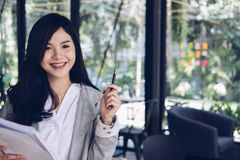 Confident businesswoman shows analytic accounting market chart a Royalty Free Stock Photography