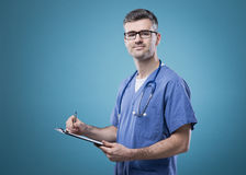Confident doctor with clipboard Royalty Free Stock Photography