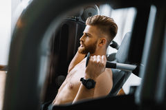Confident sportsman exercising in gym Royalty Free Stock Images